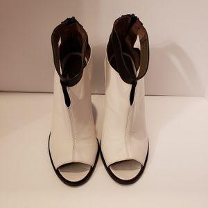 Tibi black and white peep toe sandals sz 39 1/2